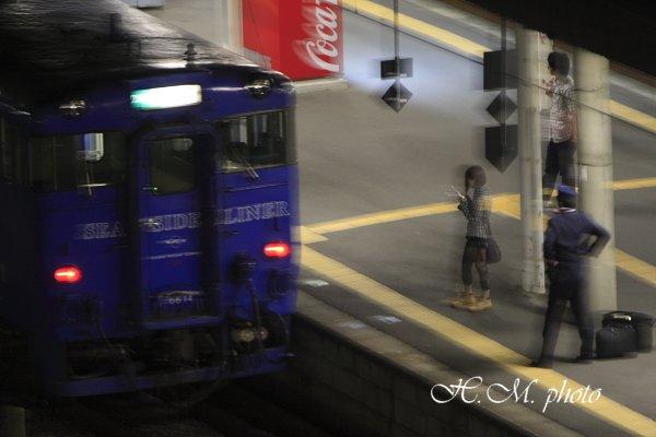2009_携帯をかける少女_01.jpg