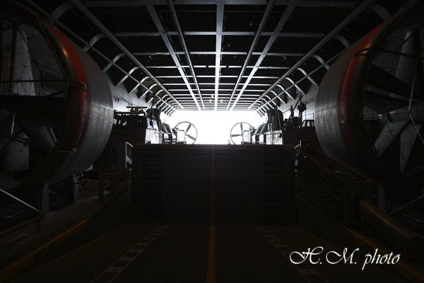 2010_輸送艦おおすみ_01.jpg