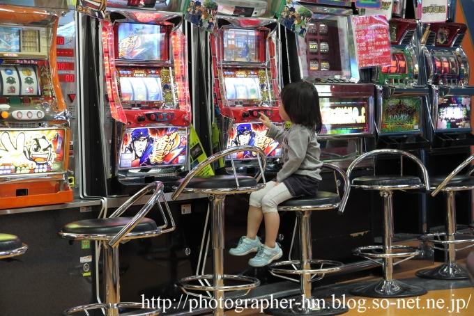 2016_スロットする女の子_01.jpg