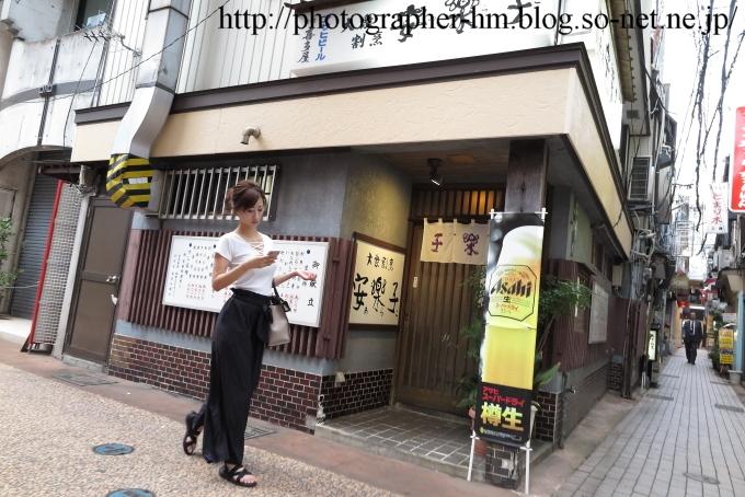2016_黒いスカートの女_01.jpg